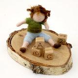 Kind, spelend met blokken_